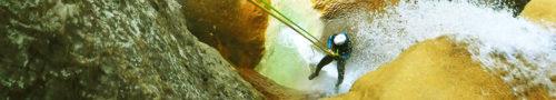 Rapel por el activo en el Mascún Superior, un imprescndible de la Sierra de Guara considerado como uno de los mejores descensos de Europa.