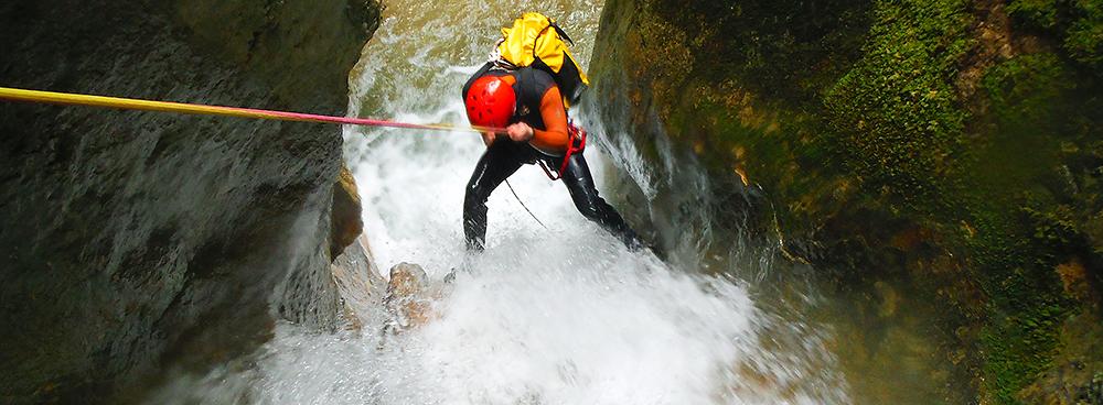 Descenso-de-cañones-barranquismo-Euskadi-Pais-Vasco-deportes-aventura-guías-de-barrancos-Arroil-Gidariak-cabeceradef