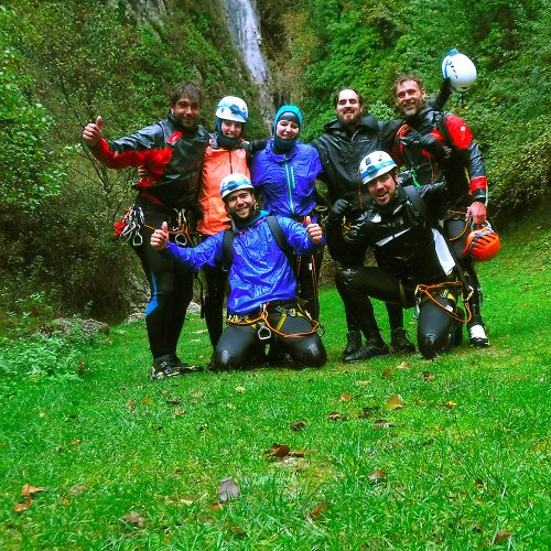 Barranquismo, descenso de cañoens, Pais Vasco, Euskadi, Basque Country. Descenso barranco de la Leze en invierno. Acuático, intenso y muy deportivo.