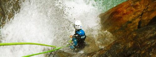 Descenso-de-cañones-barranquismo-valle-de-hecho-guías-de-montaña-y-barrancos-Mountain-and-canyon-guides-canyoning-Lurra-adventure-1