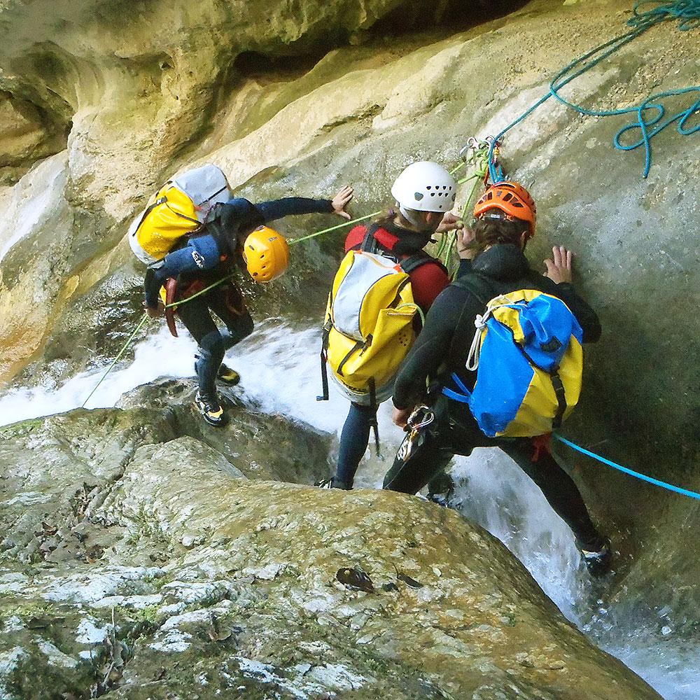 curso-barranquismo-descenso-de-canones-iniciacion-guias-de-barrancos-euskadi-pais-vasco-euskal-herria-4
