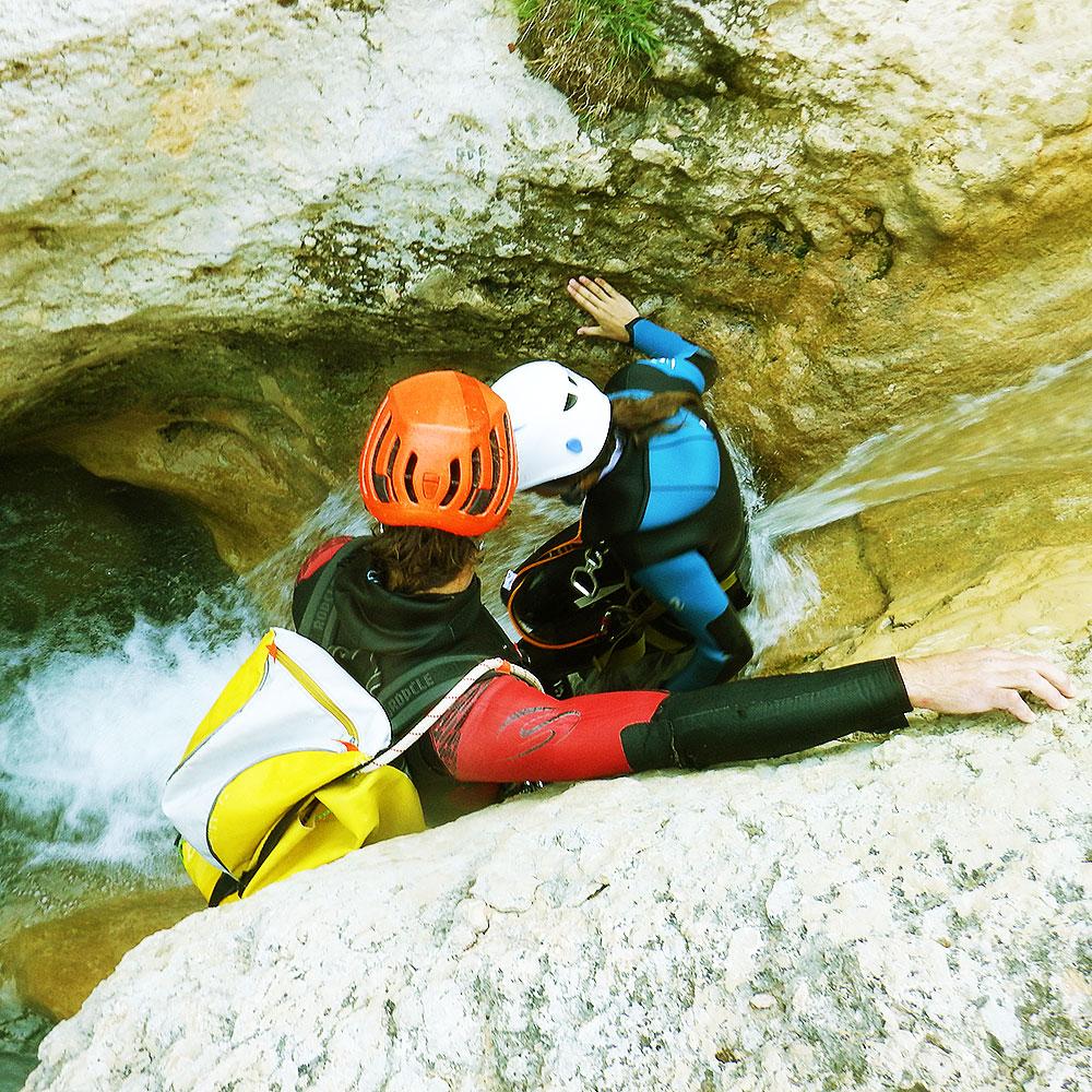curso-barranquismo-descenso-de-canones-iniciacion-guias-de-barrancos-euskadi-pais-vasco-euskal-herria-8
