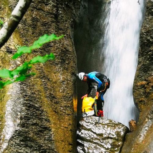 Barranquismo en Navarra, Belagua, Belagoa, Roncal, Descenso Barranco Jordan, Intermedio, descenso de aventura en un paraje natural axuberante. Guías de Barrancos.