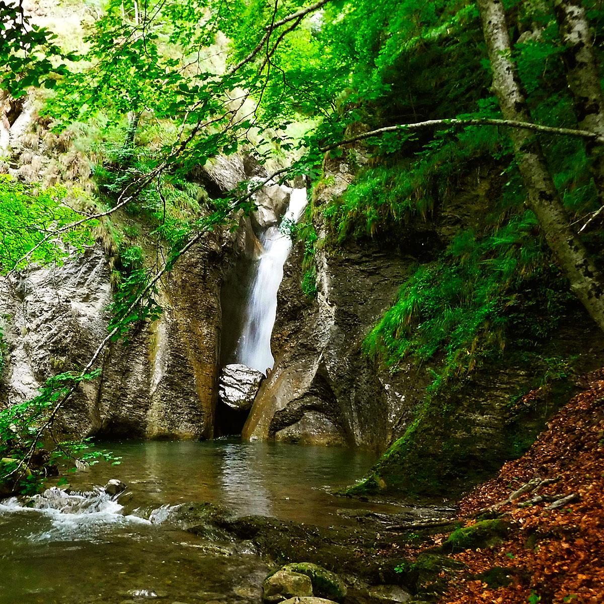 Barranquismo en Navarra, Belagua, Belagoa, Roncal, Descenso Barranco Jordan, Iniciación, descenso de aventura en un paraje natural axuberante. Guías de Barrancos.