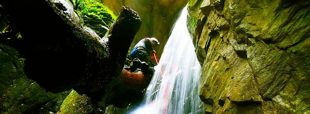 Cañón Ourdaybi. Barranco.Barranquismo en Kakueta, Holtzarte, Navarra, Isaba, Belagua, Iparralde. Guías de Montaña y Barrancos. Mountain nad Canyon Guides. Mendi eta Arroila Gidariak.