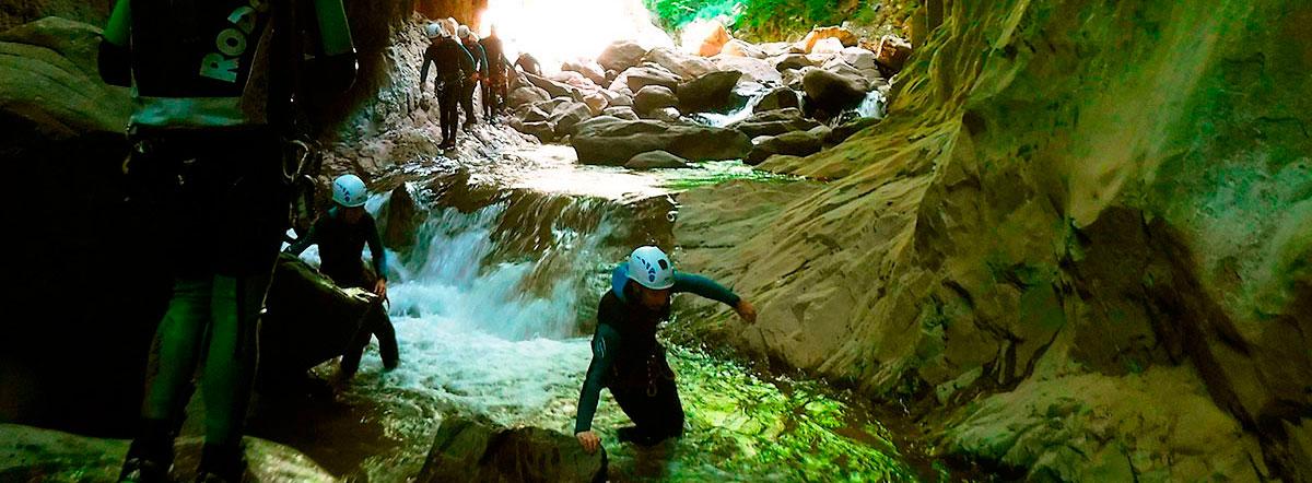 Desceso Boce del Infierno, Barranquismo en el Valle de Hecho, Huesca. Descenso de Cañones Valle de Hecho, Hueca. Guías de Barrancos.