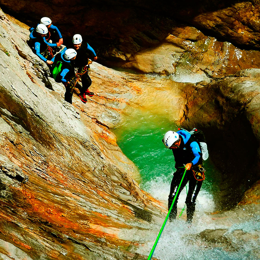 Estribiella-Descenso-de-cañones-barranquismo-valle-de-hecho-guías-de-montaña-y-barrancos-Mountain-and-canyon-guides-canyoning-Lurra-adventure-CABECERA