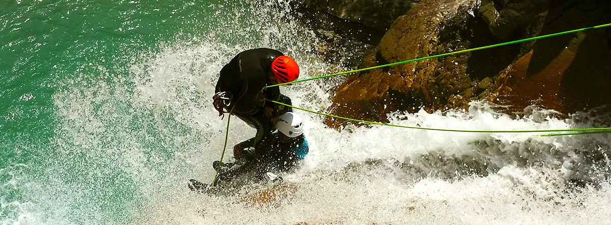 Barranquismo en Euskadi, Pais Vasco, Esukal Herria, Basque Country, Pirineos, Gura, Guías de barrancos. Canyoning. Canyon Guides. Arroila Jeitsiera. Arroila Gidariak.