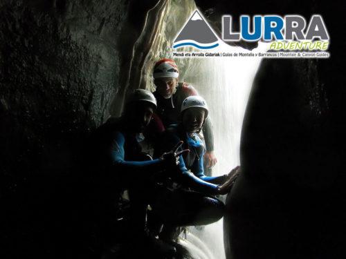 Descenso Barranco de Formiga. Barranquismo en la Sierra de Guara. Guías de Barrancos. Arroila jeitsiera Guaran. Arroila gidariak. Cnayoning in Sierra de Guara. Canyon Guides.