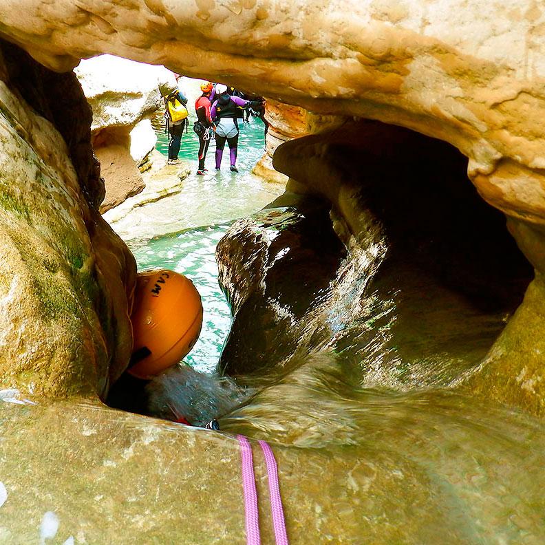 Descenso Cañón de Formiga. Barranquismo en la Sierra de Guara. Guías de Barrancos. Arroila jeitsiera Guaran. Arroila gidariak. Cnayoning in Sierra de Guara. Canyon Guides.