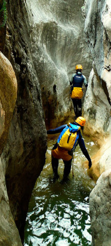 Descenso barranco del Fornocal. Barranquismo en la Sierra de Guara. Guías de Barrancos. Arroila jeitsiera Guaran. Arroila gidariak. Cnayoning in Sierra de Guara. Canyon Guides.