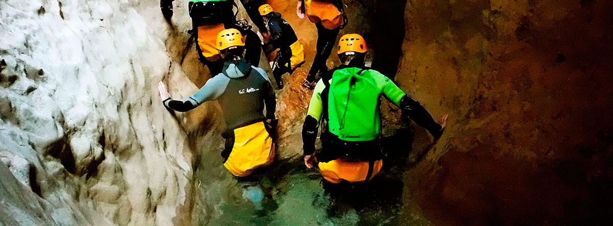 Descenso barranco Oscuros de Balcez. Barranquismo en la Sierra de Guara. Guías de Barrancos. Arroila jeitsiera Guaran. Arroila gidariak. Cnayoning in Sierra de Guara. Canyon Guides.