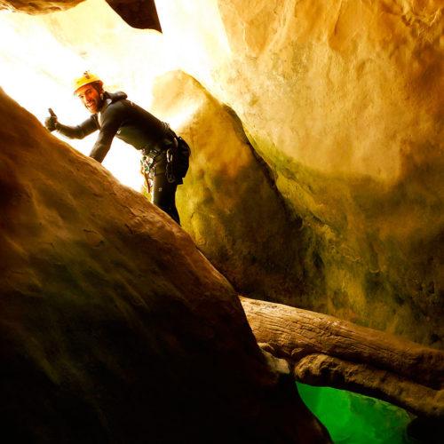 Descenso cañón del Río Vero. Barranquismo en la Sierra de Guara. Guías de Barrancos. Arroila jeitsiera Guaran. Arroila gidariak. Cnayoning in Sierra de Guara. Canyon Guides.