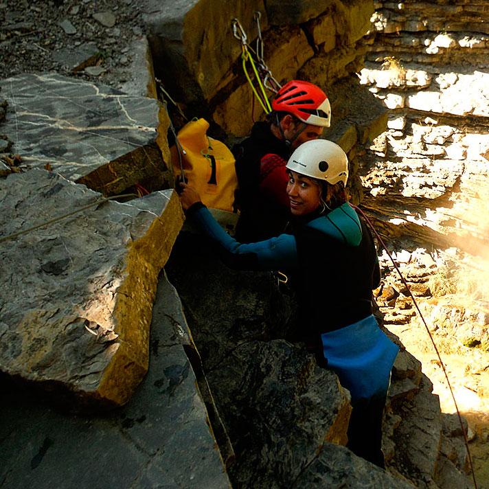 Barranco Os Lucas, Valle de Tena. Barranquismo, Huesca. Descenso de Cañones Valle de Ossau, Francia. Guías de Barrancos. Canyoning in Valle de Hecho. Canyon Guides. Arroila Jeitsiera Ossauen, Arroila Gidariak.