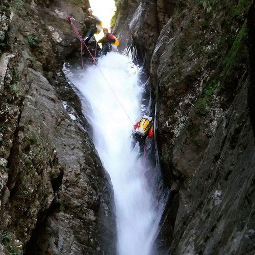 Curso de perfeccionamiento barranquismo, aguas vivas. Pais Vasco, Euskadi, Euskal Herria, Pirineos. Guías profesionales de barranquismo