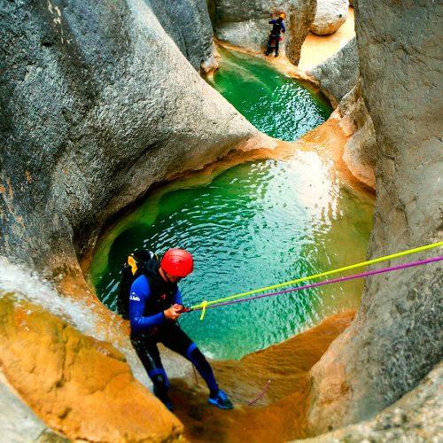 Descenso cañón Mascún Superior. Barranquismo en la Sierra de Guara. Guías de Barrancos. Arroila jeitsiera Guaran. Arroila gidariak. Cnayoning in Sierra de Guara. Canyon Guides.