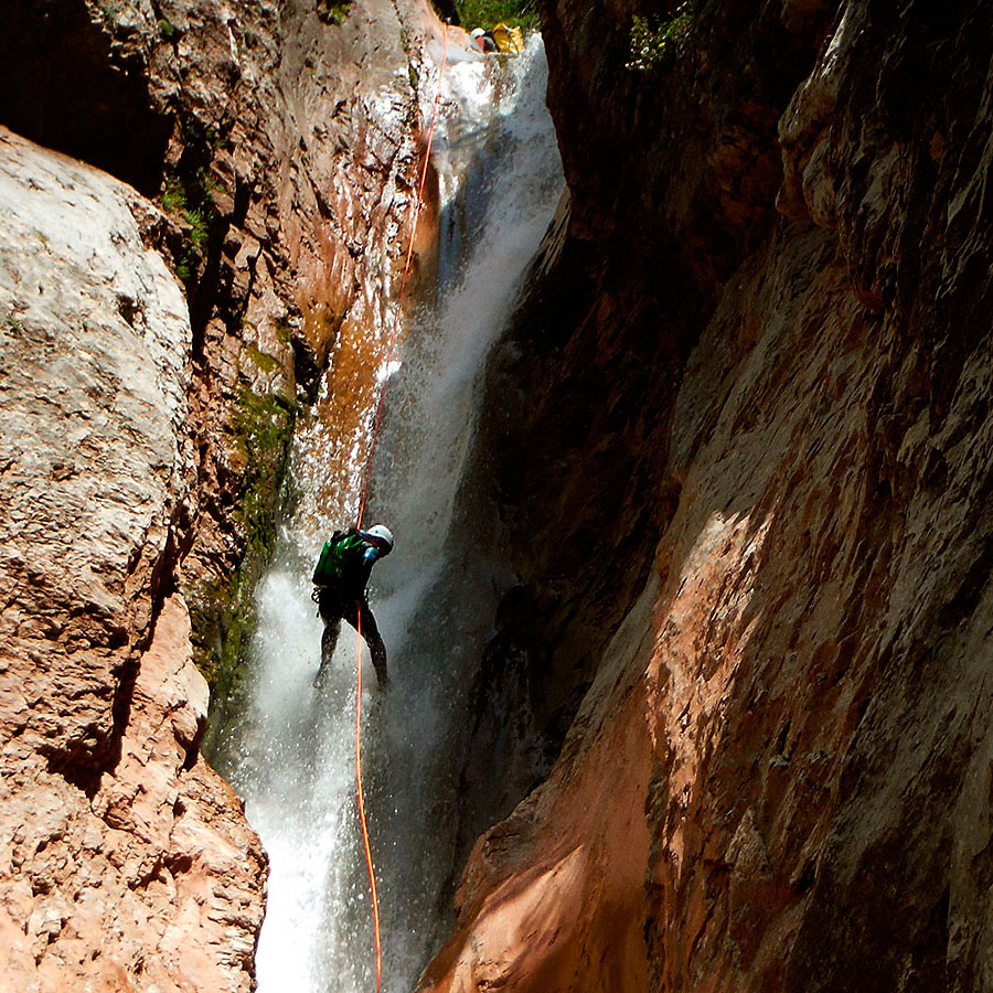 Barranco Jadin o Zapironcho-Descenso-de-cañones-barranquismo-valle-de-hecho-guías-de-montaña-y-barrancos-Mountain-and-canyon-guides-canyoning-Lurra-adventure