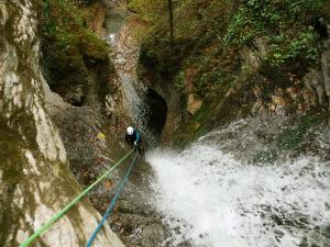 Barranquismo-Descenso-de-cañones-iniciación-canyoning-Descenso-barranco-Agiñaga-Pais-Vasco-Euskadi-27