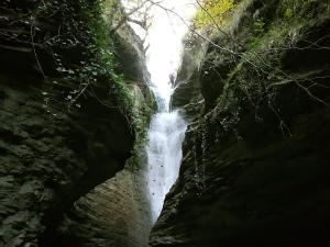 Barranquismo-Descenso-de-cañones-iniciación-canyoning-Descenso-barranco-Agiñaga-Pais-Vasco-Euskadi-33