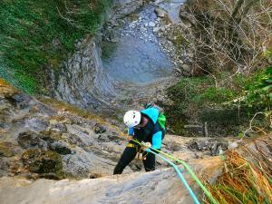 Barranquismo-Descenso-de-cañones-iniciación-canyoning-Descenso-barranco-Agiñaga-Pais-Vasco-Euskadi-42