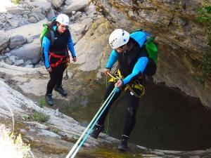 Barranquismo-Descenso-de-cañones-iniciación-canyoning-Descenso-barranco-Agiñaga-Pais-Vasco-Euskadi-45