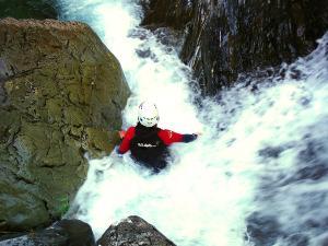 Aguas-Limpias--Barranquismo-Valle-de-Tena-Valle-de-Ossau-Descenso-de-cañones-barranquismo-valle-de-hecho-guías-de-montaña-y-barrancos-Mountain-and-canyon-guides-canyoning-Lurra-adventure-13