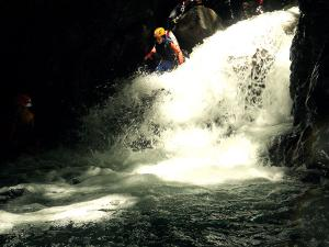 Aguas-Limpias--Barranquismo-Valle-de-Tena-Valle-de-Ossau-Descenso-de-cañones-barranquismo-valle-de-hecho-guías-de-montaña-y-barrancos-Mountain-and-canyon-guides-canyoning-Lurra-adventure-2