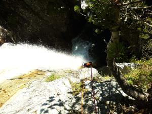 Aguas-Limpias--Barranquismo-Valle-de-Tena-Valle-de-Ossau-Descenso-de-cañones-barranquismo-valle-de-hecho-guías-de-montaña-y-barrancos-Mountain-and-canyon-guides-canyoning-Lurra-adventure-5