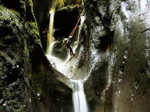 Barranco-Althagneta-Barranquismo-Descenso-de-cañones-Canyoning-Iparralde-Kakueta-Holtzarte-Navarra-Guías-de-Barrancos-Canyon-Guides-11