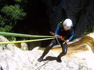 Barranquismo-en-Navarra-Descenso-de-cañones-iniciación-canyoning-Barranco-Artazul-Pais-Vasco-Euskadi-Turismo-activo-Descenso-artazulo-descenso-de-cañones-20