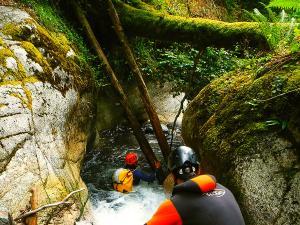 Bitet-inferior-Barranquismo-Valle-de-Tena-Valle-de-Ossau-Descenso-de-cañones-barranquismo-valle-de-hecho-guías-de-montaña-y-barrancos-Mountain-and-canyon-guides-canyoning-Lurra-adventure-12