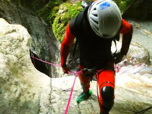 Bitet-inferior-Barranquismo-Valle-de-Tena-Valle-de-Ossau-Descenso-de-cañones-barranquismo-valle-de-hecho-guías-de-montaña-y-barrancos-Mountain-and-canyon-guides-canyoning-Lurra-adventure-20