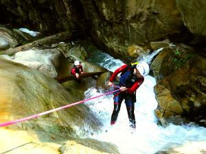 Bitet-inferior-Barranquismo-Valle-de-Tena-Valle-de-Ossau-Descenso-de-cañones-barranquismo-valle-de-hecho-guías-de-montaña-y-barrancos-Mountain-and-canyon-guides-canyoning-Lurra-adventure-36
