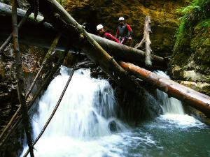 Bitet-inferior-Barranquismo-Valle-de-Tena-Valle-de-Ossau-Descenso-de-cañones-barranquismo-valle-de-hecho-guías-de-montaña-y-barrancos-Mountain-and-canyon-guides-canyoning-Lurra-adventure-40