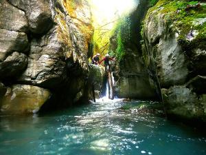 Bitet-inferior-Barranquismo-Valle-de-Tena-Valle-de-Ossau-Descenso-de-cañones-barranquismo-valle-de-hecho-guías-de-montaña-y-barrancos-Mountain-and-canyon-guides-canyoning-Lurra-adventure-41