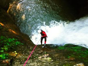 Bitet-inferior-Barranquismo-Valle-de-Tena-Valle-de-Ossau-Descenso-de-cañones-barranquismo-valle-de-hecho-guías-de-montaña-y-barrancos-Mountain-and-canyon-guides-canyoning-Lurra-adventure-42