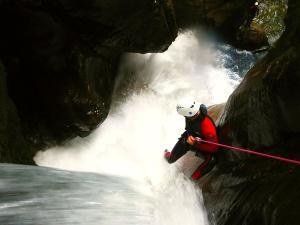 Bitet-inferior-Barranquismo-Valle-de-Tena-Valle-de-Ossau-Descenso-de-cañones-barranquismo-valle-de-hecho-guías-de-montaña-y-barrancos-Mountain-and-canyon-guides-canyoning-Lurra-adventure-44