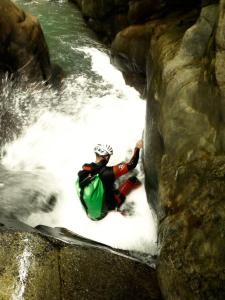 Bitet-inferior-Barranquismo-Valle-de-Tena-Valle-de-Ossau-Descenso-de-cañones-barranquismo-valle-de-hecho-guías-de-montaña-y-barrancos-Mountain-and-canyon-guides-canyoning-Lurra-adventure-7