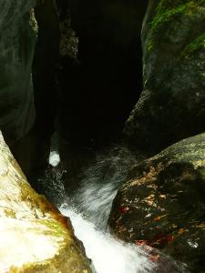 Bitet-inferior-Barranquismo-Valle-de-Tena-Valle-de-Ossau-Descenso-de-cañones-barranquismo-valle-de-hecho-guías-de-montaña-y-barrancos-Mountain-and-canyon-guides-canyoning-Lurra-adventure-8
