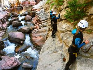 Boca-del-Infierno-Descenso-de-cañones-barranquismo-valle-de-hecho-guías-de-montaña-y-barrancos-Mountain-and-canyon-guides-canyoning-Lurra-adventure-13
