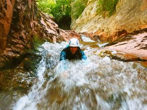 Boca-del-Infierno-Descenso-de-cañones-barranquismo-valle-de-hecho-guías-de-montaña-y-barrancos-Mountain-and-canyon-guides-canyoning-Lurra-adventure-23jpg