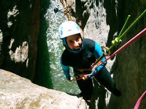 Boca-del-Infierno-Descenso-de-cañones-barranquismo-valle-de-hecho-guías-de-montaña-y-barrancos-Mountain-and-canyon-guides-canyoning-Lurra-adventure-30