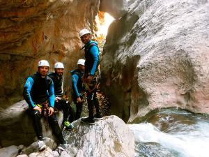 Boca-del-Infierno-Descenso-de-cañones-barranquismo-valle-de-hecho-guías-de-montaña-y-barrancos-Mountain-and-canyon-guides-canyoning-Lurra-adventure-36