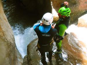 Boca-del-Infierno-Descenso-de-cañones-barranquismo-valle-de-hecho-guías-de-montaña-y-barrancos-Mountain-and-canyon-guides-canyoning-Lurra-adventure-42