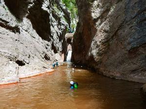 Boca-del-Infierno-Descenso-de-cañones-barranquismo-valle-de-hecho-guías-de-montaña-y-barrancos-Mountain-and-canyon-guides-canyoning-Lurra-adventure-44
