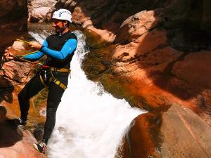 Boca-del-Infierno-Descenso-de-cañones-barranquismo-valle-de-hecho-guías-de-montaña-y-barrancos-Mountain-and-canyon-guides-canyoning-Lurra-adventure-48