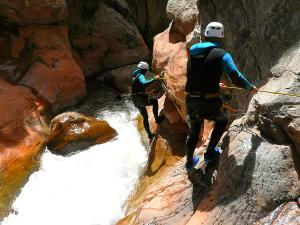 Boca-del-Infierno-Descenso-de-cañones-barranquismo-valle-de-hecho-guías-de-montaña-y-barrancos-Mountain-and-canyon-guides-canyoning-Lurra-adventure-49