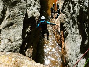 Boca-del-Infierno-Descenso-de-cañones-barranquismo-valle-de-hecho-guías-de-montaña-y-barrancos-Mountain-and-canyon-guides-canyoning-Lurra-adventure-52