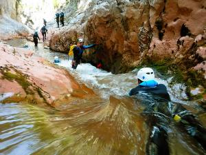 Boca-del-Infierno-Descenso-de-cañones-barranquismo-valle-de-hecho-guías-de-montaña-y-barrancos-Mountain-and-canyon-guides-canyoning-Lurra-adventure-53