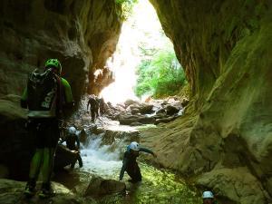 Boca-del-Infierno-Descenso-de-cañones-barranquismo-valle-de-hecho-guías-de-montaña-y-barrancos-Mountain-and-canyon-guides-canyoning-Lurra-adventure-55